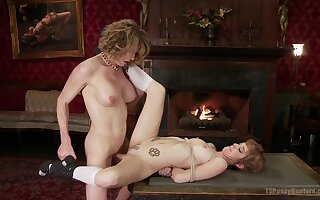Mature slut gets her puss fucked by a shemale - Jeze Belle, Delia DeLions