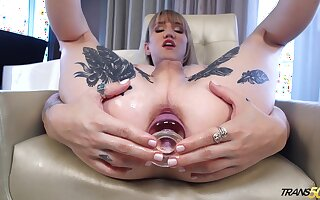 Tatted up tranny Lena Kelly loves anal impersonate plus she enjoys spasmodical off