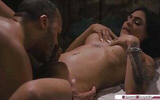 Tranny Eva Maxim anal fucked by masseur